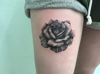 Tattoo Rose Oberschenkel Permanent Art